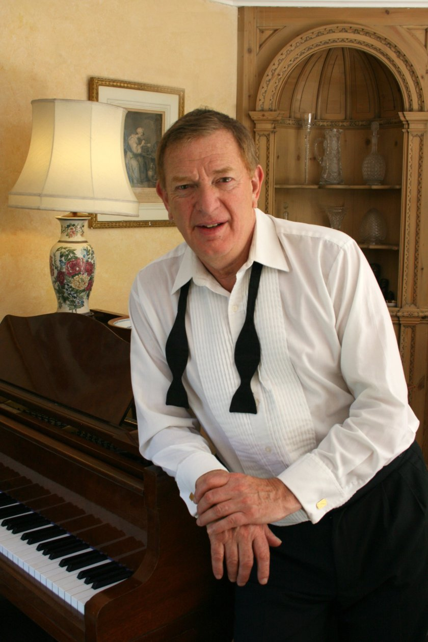 Robert Habermann by Piano, tie (2)
